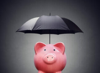 Financial insurance or protection piggy bank with umbrella | © Flynt | Dreamstime Stock Photos