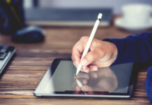 Digital Signature Concept with Tablet and Stylus | © Ilkercelik | Dreamstime Stock Photos